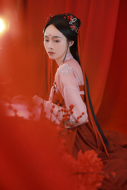 客片| 红色唐风汉服写真